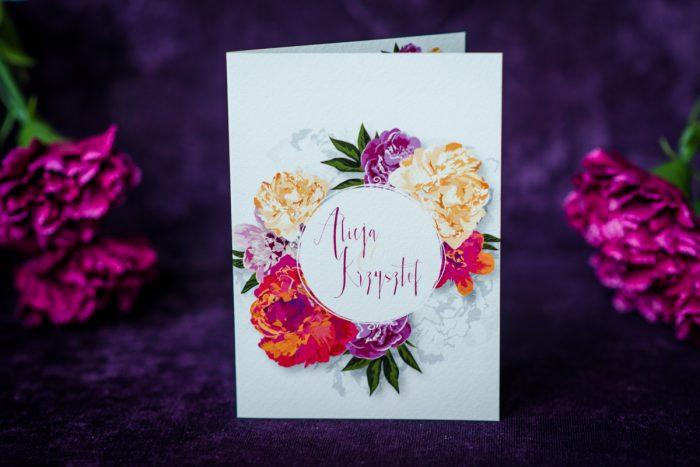 zaproszenie ślubne z wyrazistymi kwiatami wianek ślubny