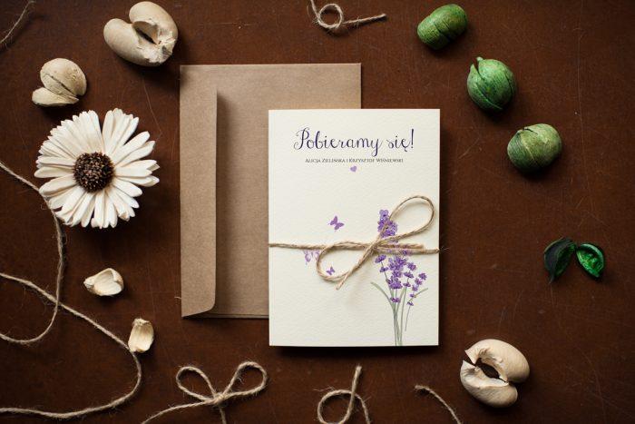 zaproszenie-slubne-kwiaty-lawenda-papier-satynowany-dodatki-szn_jutowy-koperta-c6-biala-bez-wklejki-gratis