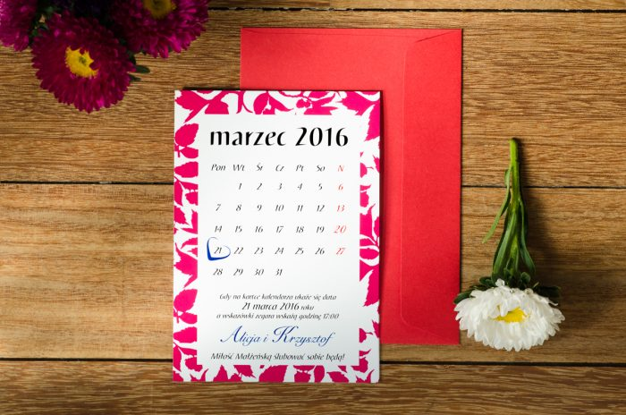jesienne liście w kalendarzu