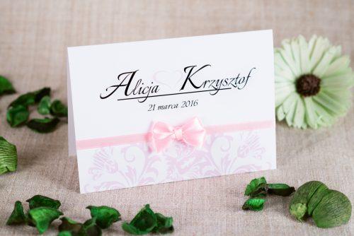 zaproszenie ślubne z kokardką na pasku i ornamentem pudrowy róż