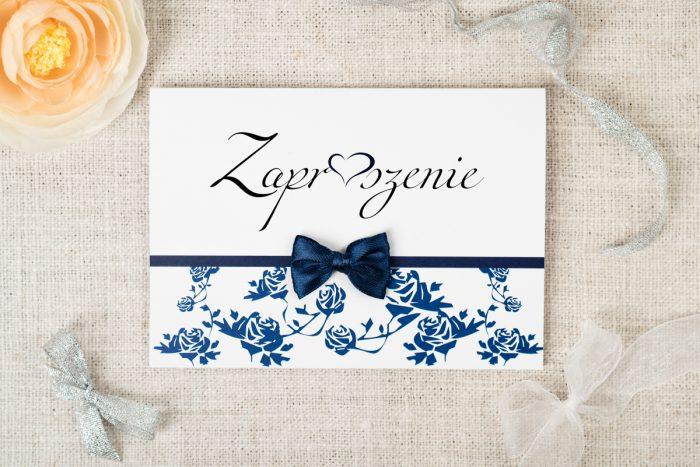 zaproszenie-slubne-ornament-z-kokardka-wzor-3-papier-bialyfakturowany-kokardki-male-chabrowa