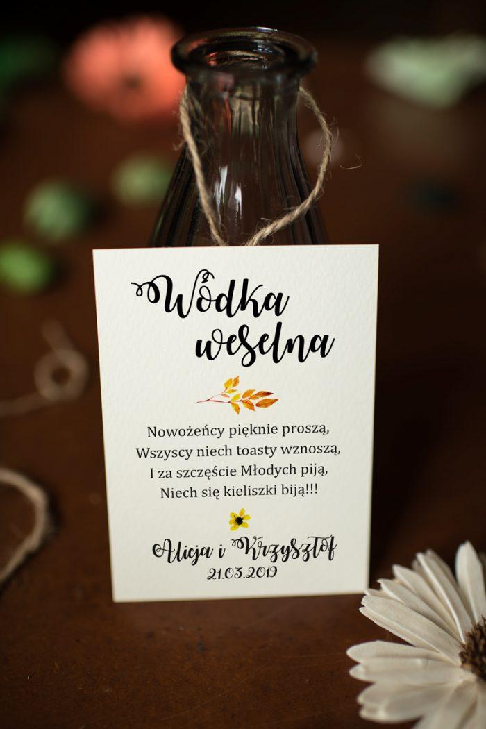 zawieszka-na-alkohol-do-zaproszen-kwiaty-sloneczniki-papier-satynowany-dodatki-zawieszka_jutowa