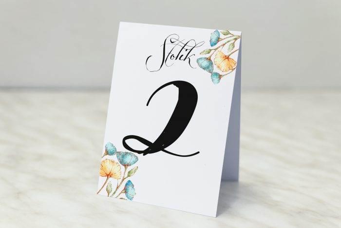 numer-stolika-pasujacy-do-zaproszenia-wianki-z-kokarda-kwiaty-lnu-papier-matowy