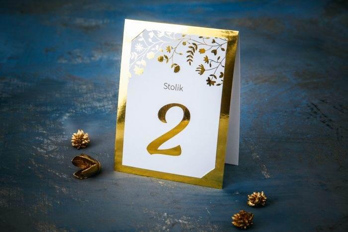 numer-stolika-zlote-lustro-kwiaty-i-paprocie-papier-matowy-podkladki--foliowanie-