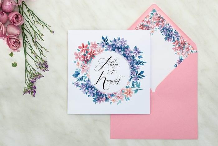 zaproszenie-slubne-kwiaty-wianuszki-delikatne-kwiatuszki-papier-matowy-koperta-rozowa-14x14