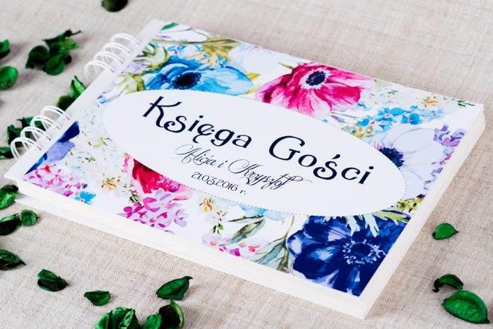 kwiaty polne kolorowe na księdze gości