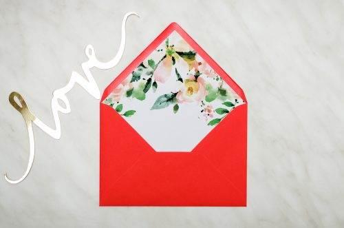 koperta czerwona c6 biała magnolia