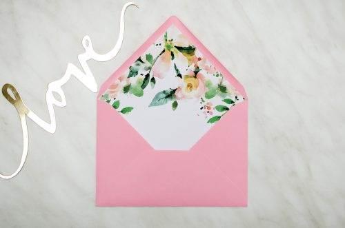 różowa koperta z wklejką