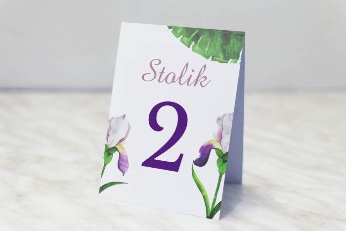 numer-stolika-pasujacy-do-zaproszenia-kwiaty-z-nawami-bialo-fioletowe-krokusy-papier-matowy