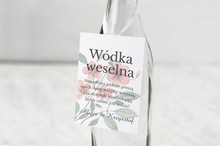 zawieszka-na-alkohol-do-zaproszen-kwiaty-z-nawami-bratkowe-dodatki-zawieszka-papier-matowy