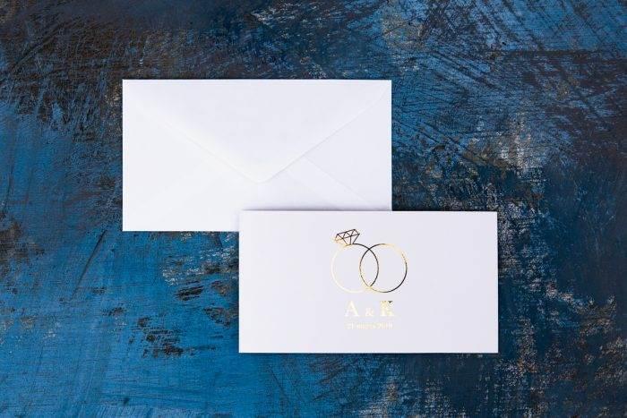 zaproszenie złocone z obrączkami i koperta