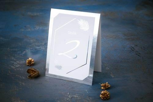 srebrny numer stołu weselnego