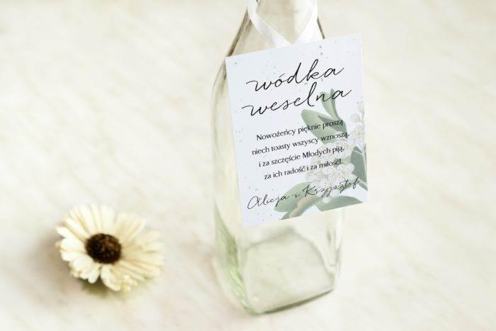 zawieszka-na-alkohol-do-zaproszenia-burgundowe-biale-kwiaty-wisni-dodatki-zawieszka-papier-satynowany