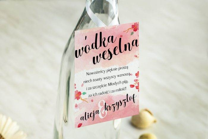 zawieszka-na-alkohol-do-zaproszenia-burgundowe-kwiaty-wisni-dodatki-zawieszka-papier-bialyfakturowany