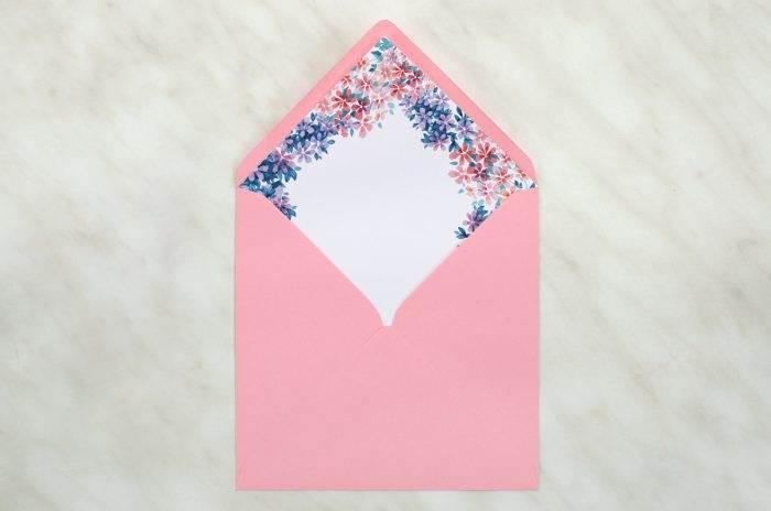 koperta-kwadratowa-rozowa-z-wklejka-delikatne-kwiatuszki-koperta-