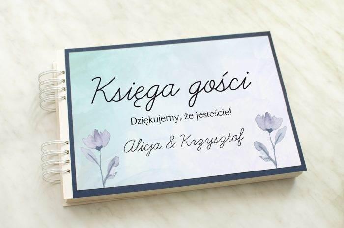 ksiega-gosci-slubnych-z-granatowa-podkladka-drobne-kwiaty-papier-satynowany-dodatki--podkladki-