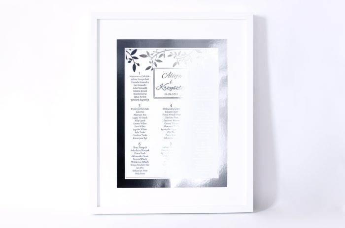 plan-stolow-weselnych-srebrne-lustro-delikatne-galazki-dodatki-ramka-papier-matowy-podkladki-