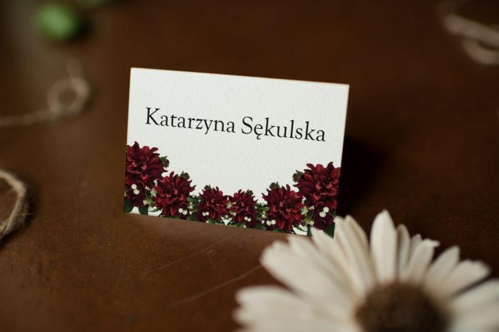 bordowe-dalie-zaproszenie-ze-zdjeciem-i-sznurkiem-winietka-papier-matowy