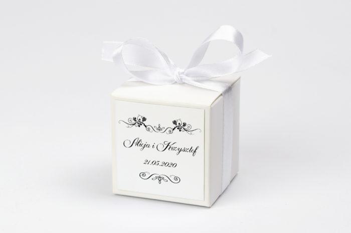 pudeleczko-z-personalizacja-black-white-wzor-1-kokardka--krowki-bez-krowek-papier--pudelko-