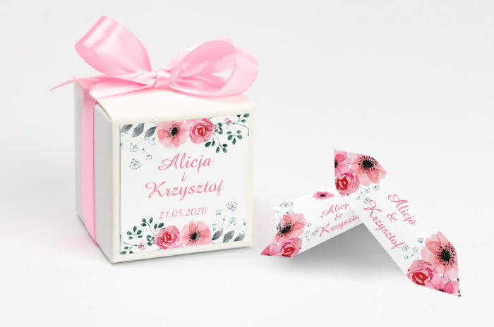 ozdobne-pudeleczko-z-personalizacja-kwiaty-z-nawami-kwiatuszki-pink-kokardka--krowki-z-dwiema-krowkami-papier--pudelko-