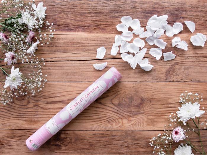 strzelajace-konfetti-biale-platki-roz-wielkosc-tuby-biale-platki-40-cm