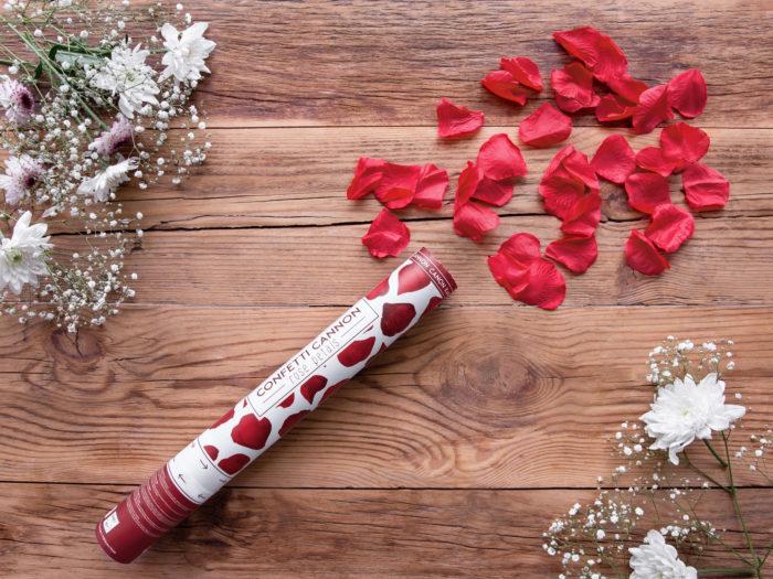 strzelajace-konfetti-bordowe-platki-roz-wielkosc-tuby-40-cm