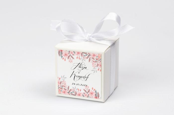 pudeleczko-z-personalizacja-wianuszki-pudrowe-kwiaty-kokardka--krowki-bez-krowek-papier--pudelko-