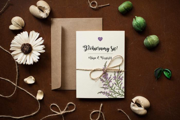 rustykalne-zaproszenie-slubne-kwiaty-wrzosy-papier-satynowany-dodatki-szn_jutowy-koperta-c6-biala-bez-wklejki-gratis