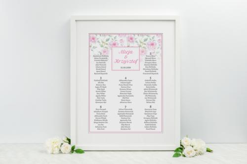 plan stołów weselnych z różowymi różyczkami