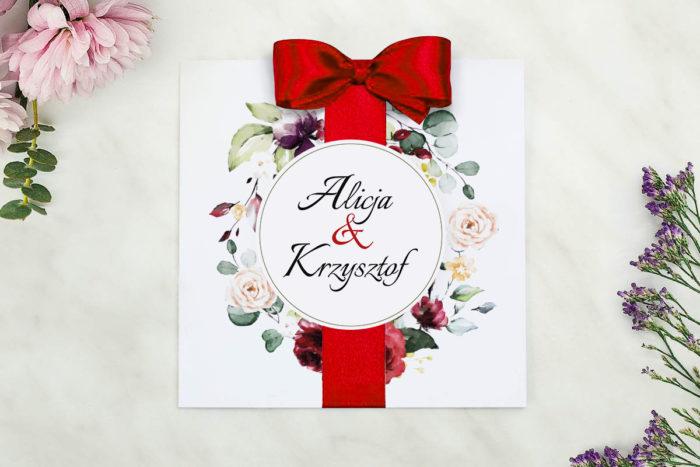 nowoczesne-zaproszenie-slubne-wianki-z-kokarda-czerwony-bukiet-papier-matowy-kokarda-na-kleju--koperta-k4-szara