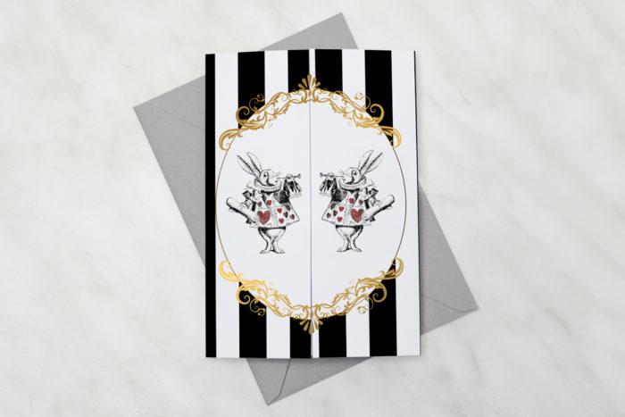 oryginalne-zaproszenie-slubne-vintage-z-nawami-alicja-w-krainie-czarow-papier-satynowany