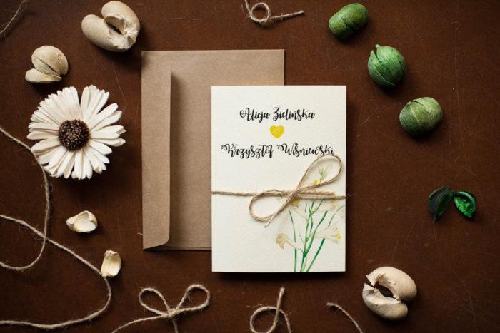 rustykalne-zaproszenie-slubne-kwiaty-lilie-papier-satynowany-dodatki-szn_jutowy-koperta-c6-biala-bez-wklejki-gratis
