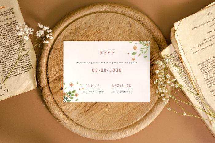 rsvp-do-zaproszenia-jednokartkowego-recyklingowego-rozrzucone-kwiaty-papier-matowy