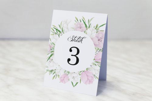 numer stolika z biało fioletowymi eustomami