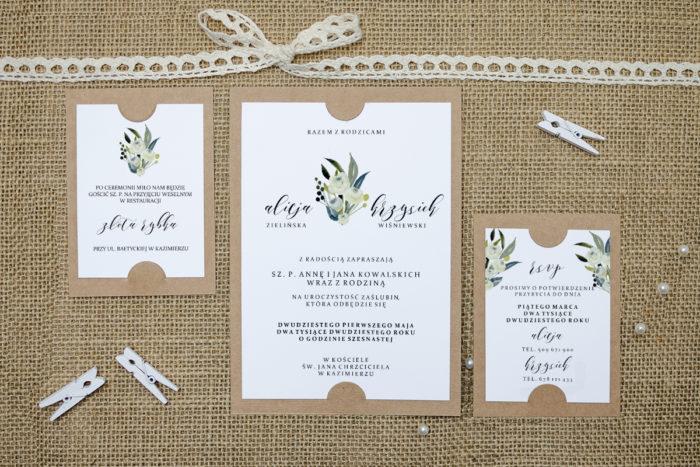zaproszenie z dodatkowymi karteczkami w białe róże