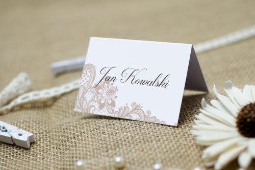 winietka weselna we wzorze beżowej koronki