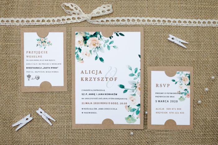 zaproszenie z dodatkowymi karteczkami z beżowymi kwiatami
