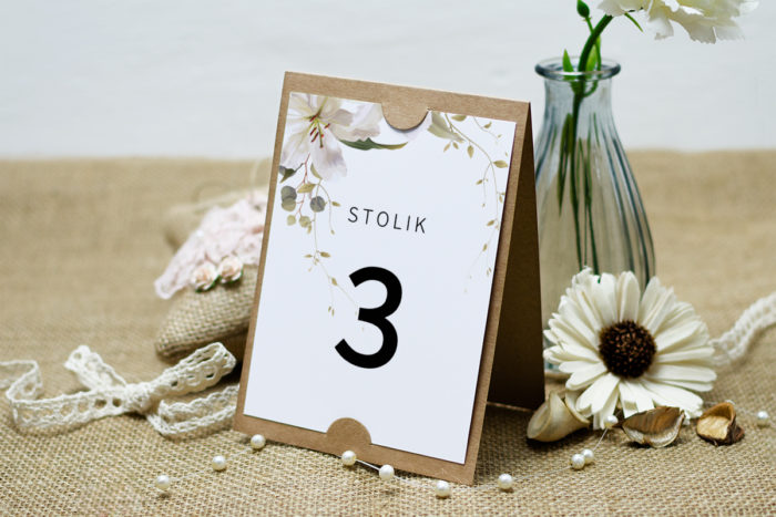 numer-stolika-do-zaproszenia-boho-eleganckie-lilie-podkladki-szarans-papier-satynowany