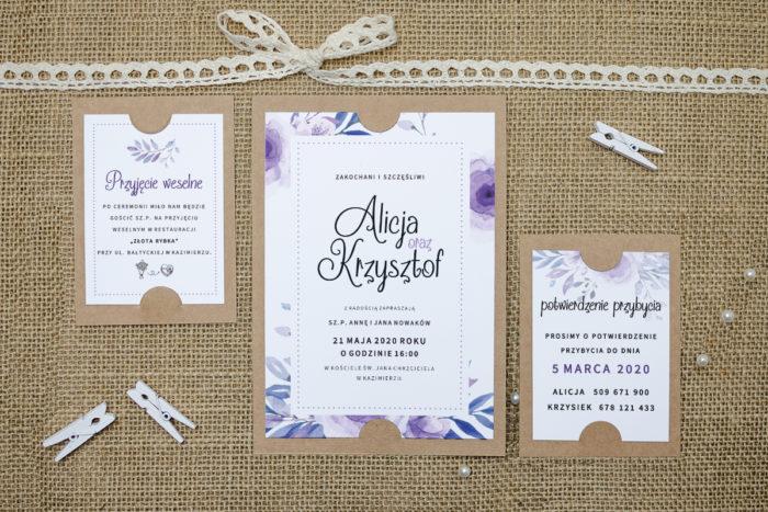 zaproszenie z dodatkowymi karteczkami z fioletowymi kwiatami