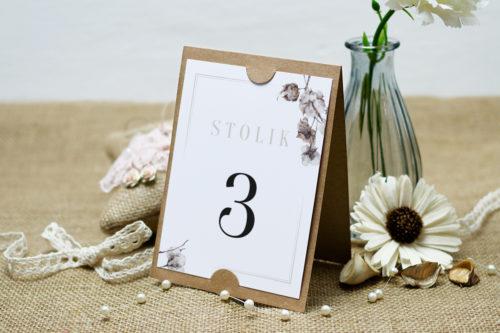 numer stolika z kwiatem bawełny