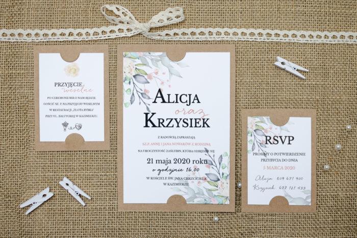 zaproszenie z dodatkowymi karteczkami z różowymi i fioletowymi kwiatami