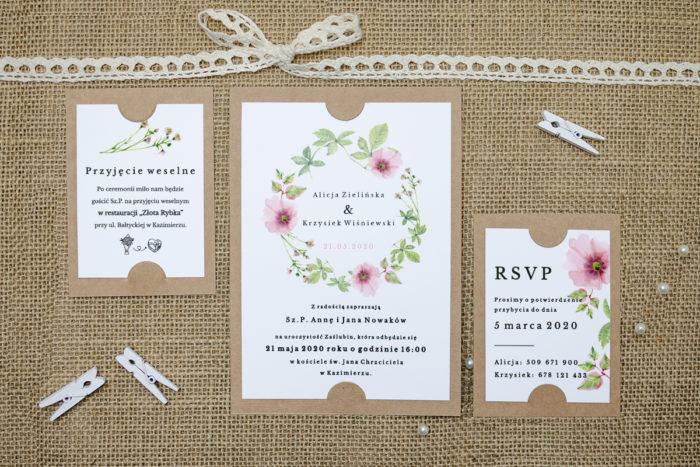 zaproszenie z dodatkowymi karteczkami we wzorze różowego wianka