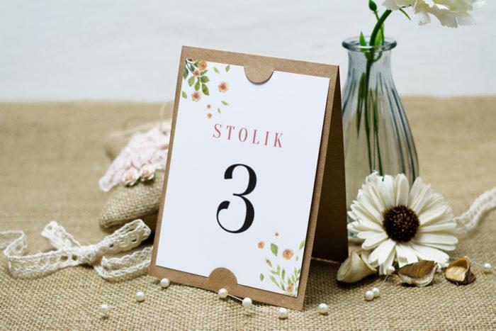 numer-stolika-do-zaproszenia-boho-rozrzucone-kwiaty-podkladki-szarans-papier-satynowany