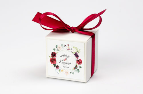 pudełko na krówki we wzorze wianka z czerwonych kwiatów