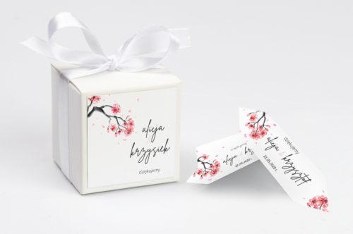 pudełko z krówkami z motywem japońskiej wiśńi