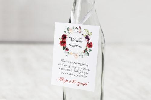 zawieszka na alkohol we wzorze wianka z czerwonymi kwiatami