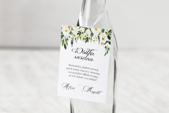 zawieszka-na-alkohol-do-zaproszen-z-kokarda-biale-kwiaty-dodatki-zawieszka-papier-matowy