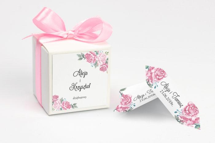 pudełeczko na krówki z różowymi kwiatami