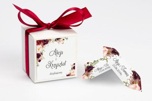 pudełko na krówki z bordowymi kwiatami