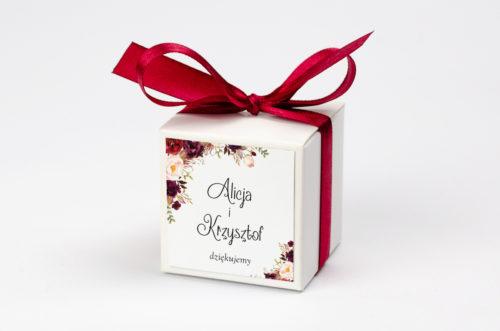 personalizowane pudełeczko na krówki z bordowymi kwiatami